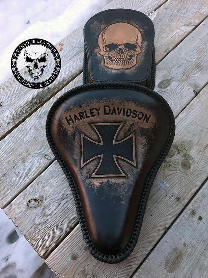 Bobber leather harley seat